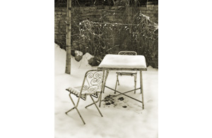 Vintage metal chair covered with snow_s