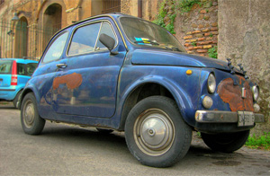 Old-And-Rusted-Fiat-500-In-Rome
