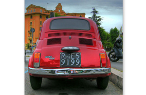 Red-FIAT-500-in-ROME