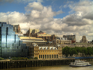 London-panorama-with-Old-Billingsgate-Market-and-Thames-river