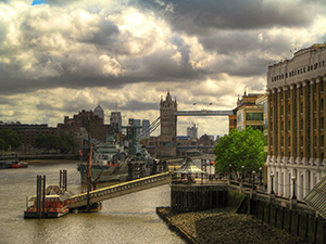 Thames-panorama-with-Tower-Bridge-and-London-Bridge-Hospital