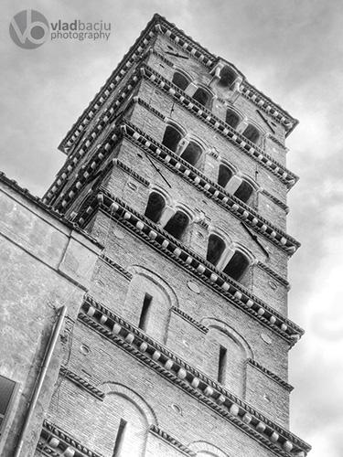 Bell-tower-of-Basilica-Santa-Francesca-Romana-in-Rome