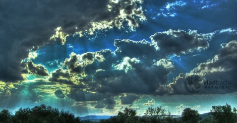 dark-clouds-with-light-rays