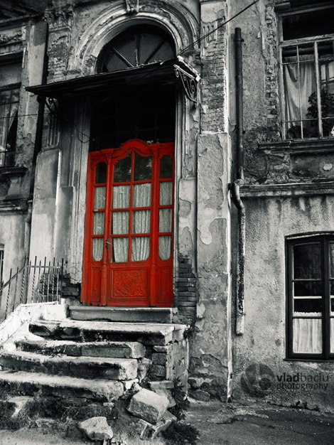 vintage-wooden-red-door-and-damaged-stone-stair