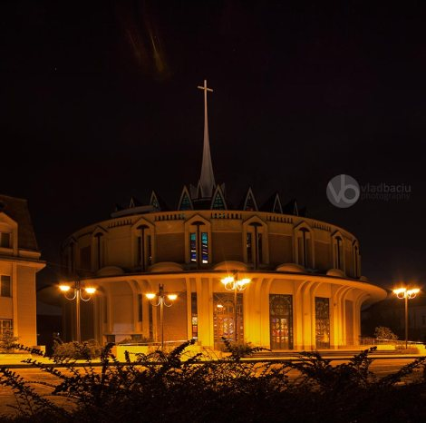fine-art-photo-for-prints-Roman-Catholic-church-by-night-Iasi_ROMANIA