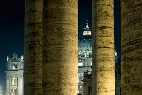 Columns-of-Vatican-by-night