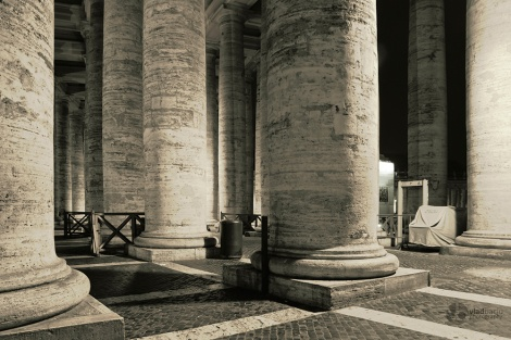 Columns-of-Vatican-in-the-night