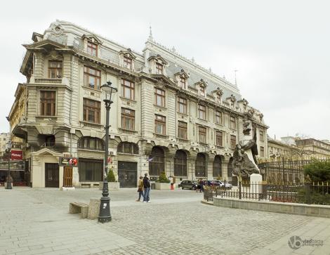 Eugeniu-Carada-statue-in-Old-Center-in-Bucharest---ROMANIA