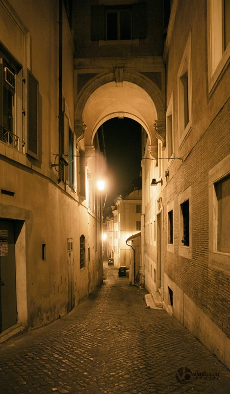 Narrow-street-in-Rome-by-night