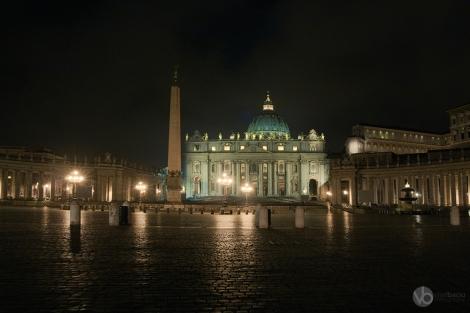 Vatican-panorama-by-night