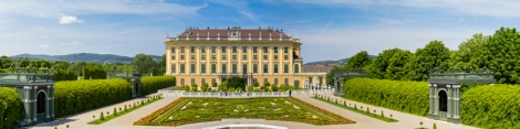 Schonbrunn-palace-and-garden-panorama